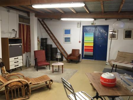 Emmaüs Var rénove, répare, assemble, du mobilier design et vintage dans l'atelier LA FABRIQUE