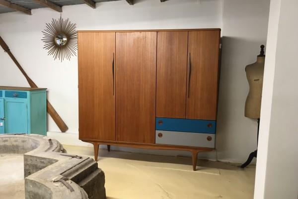 Armoire de rangement scandinave 4 portes et 2 tiroirs