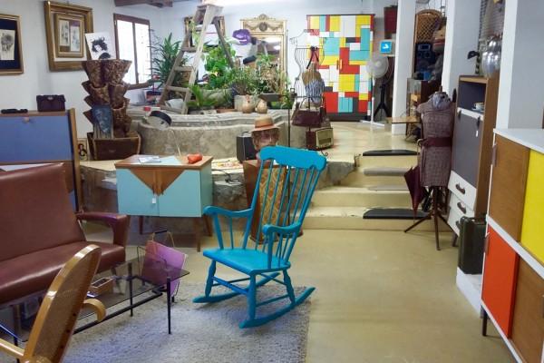 EMMAUS : Vue d'ensemble des meubles et objets mis à disposition à LA FABRIQUE pour l'automne 2017